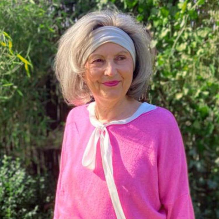Ingrid Hausruckinger: Heilpraktikerin, Psychoastrologie, EMDR, Kurzzeittherapie, Pflanzenheilkunde
